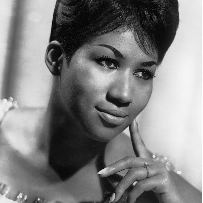 Aretha Franklin 10 Iconic Hairstyles - Featured Image